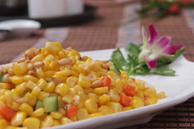 Insalata di mais, pinoli e peperone alla sichuanese | Cina