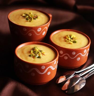 Firni |Riso al latte con uvetta, zafferano, cannella e cardamomo | India