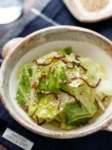 Insalata di cavolo verza, bacon e alghe | Corea