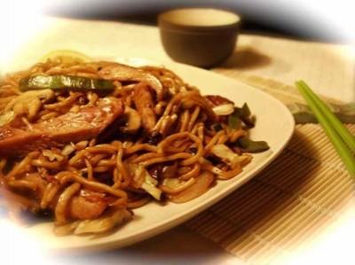 Yaki Udon | Noodles saltati con carne e funghi